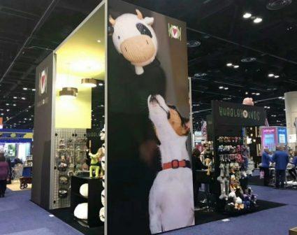 抱抱狗玩具展示设计
